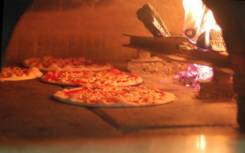 Vendita Forni pizzeria a legna.