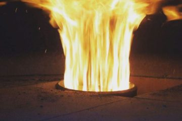 Fiamma del bruciatore a pellet Volcanomatic in piena fiamma - fornipizzeria.com